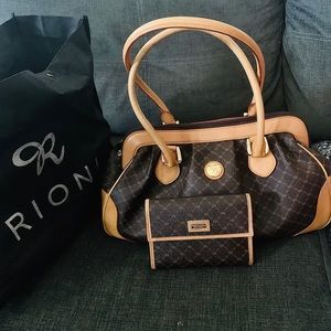 RIONI purse brand new been kept in original bag.